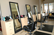 Business Reviews Aggregator: Euphoria Salon